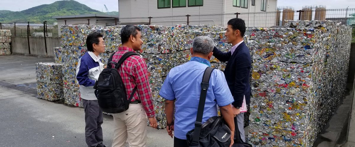 Officials from Kitakyushu, Japan, share their recycling practices with delegates from Medan, Indonesia during a CCAC city exchange programme.