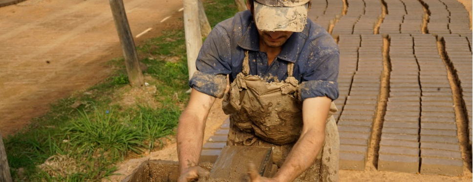 Artisanal brickmakers put the raw material into a mold, and then lay it out to dry. Photo: Pablo Montes Goia