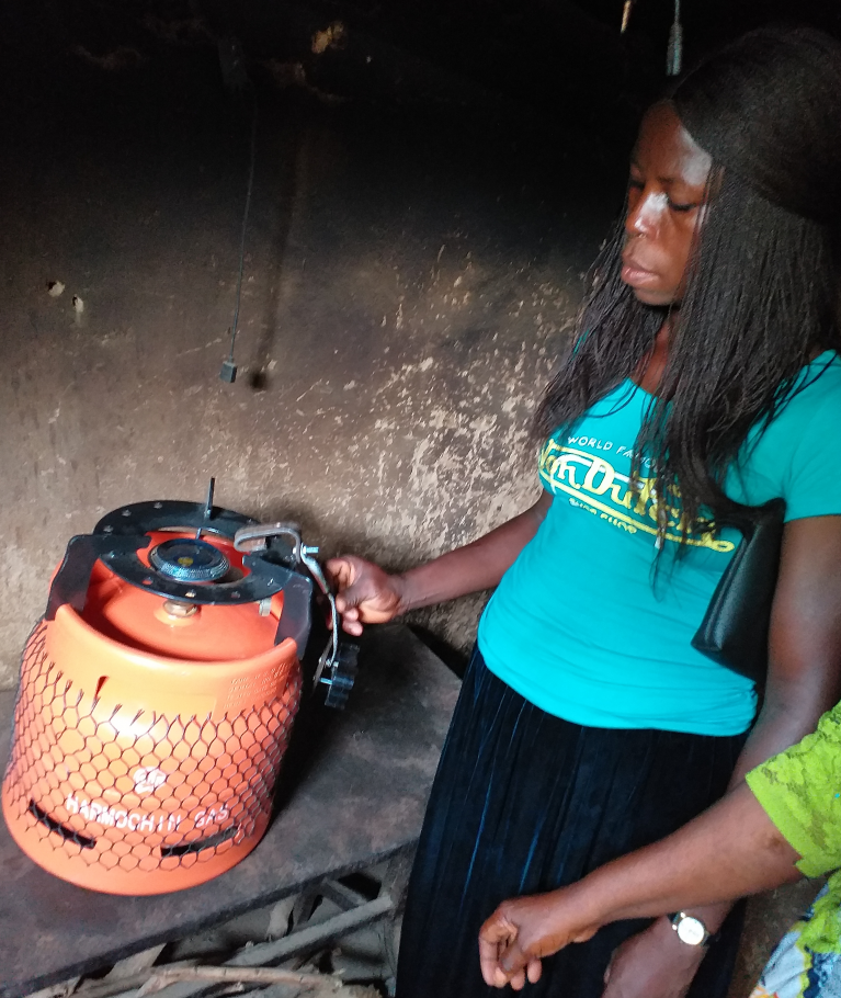 A wireless sensor on the cookstove tracks how long and how often women cook.